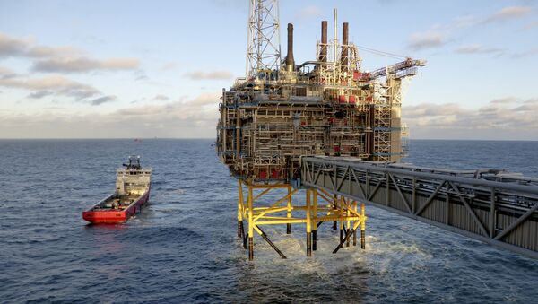 Oil and gas company Statoil gas processing and CO2 removal platform Sleipner T is pictured in the offshore near the Stavanger, Norway, February 11, 2016 - Sputnik International