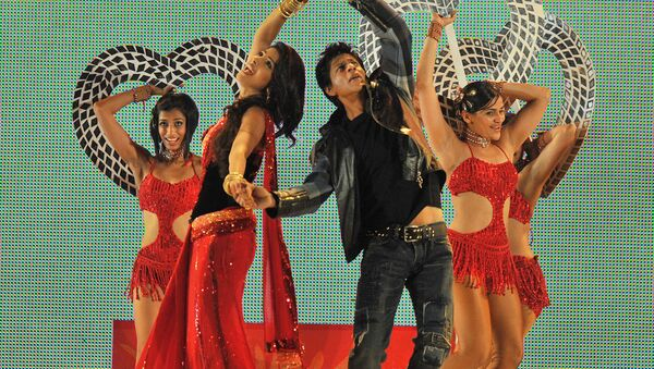 Bollywood actors Shahrukh Khan (2nd R) and Priyanka Chopra (2nd L) dance at the Moses Mabhida Stadium in Durban late on January 9, 2011 to mark the anniversary of the arrival of Indians in South Africa 150 years ago. - Sputnik International
