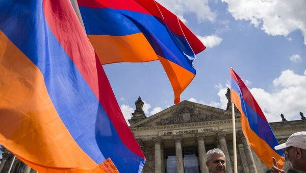 Armenian activists wave flags outside the Bundestag after law makers voted to recognise the Armenian genocide after a debate during the 173rd sitting of the German lower house of parliament, in Berlin on June 2, 2016 - Sputnik International