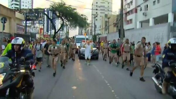 Man falls with the Olympic torch in Brazil - Sputnik International