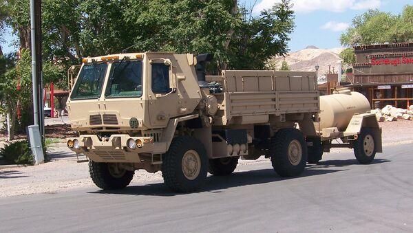 An armored LMTV (Light Medium Tactical Vehicle) pulls a water buffalo through Beatty, Nevada. - Sputnik International
