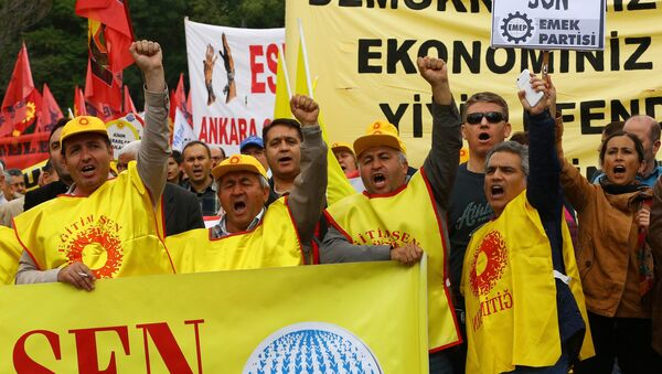 Turkish worker union members gesture during an anti-government, pro-secularism protest on May 28, 2016 in Ankara. Turkish President Recep Tayyip Erdogan on MAy 22 gave his close ally and Transport Minister Binali Yildirim the mandate to form a government as prime minister in a move set to further consolidate the strongman's grip on power. - Sputnik International
