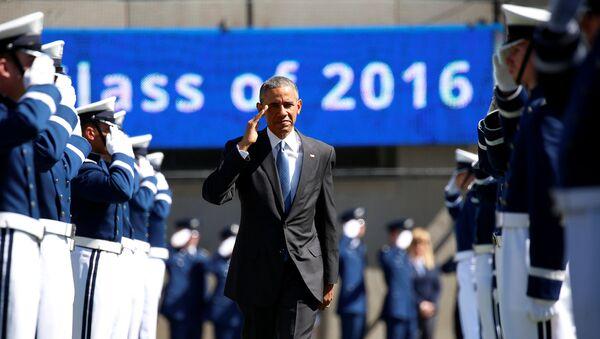 U.S. President Barack Obama walks the honour cordon as he arrives to participate in the U.S. Air Force Academy commencement ceremony in Colorado Springs, Colorado, U.S., June 2, 2016 - Sputnik International