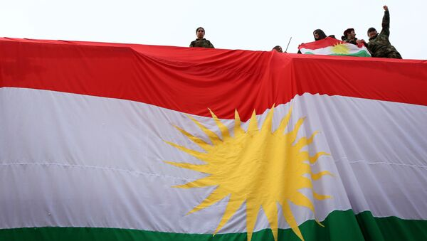 Iraqi Kurdish youths wave a national flag - Sputnik International
