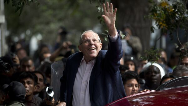 Presidential candidate Pedro Pablo Kuczynski of the Peruanos por el Kambio political party greets supporters after casting his vote in Lima, Peru, Sunday, June 5, 2016. - Sputnik International