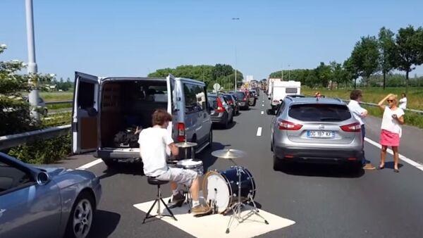 The Best Way to Enjoy Time Stuck in a Traffic Jam - Sputnik International