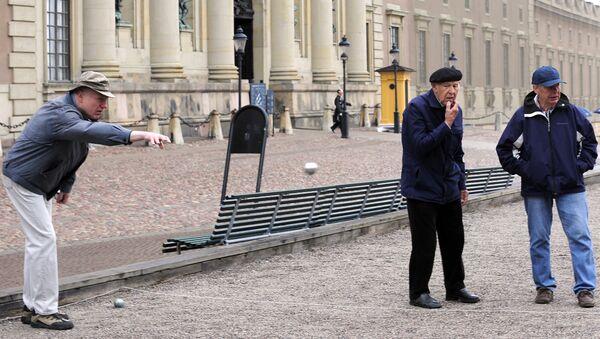 Elderly residents play petanque outside the Royal Castle in Stockholm  - Sputnik International