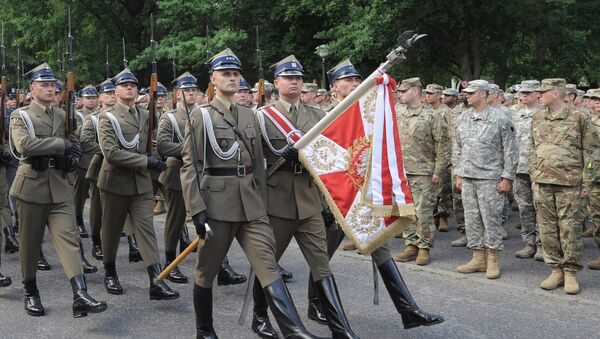 Polish honour guard march during the opening ceremony of the the Anaconda-16 military exercise in Rembertow, June 6, 2016 - Sputnik International
