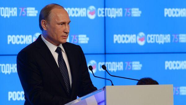 Russian President Vladimir Putin speaks at the New Era of Journalism: Farewell to Mainstream international media forum at the Rossiya Segodnya International Multimedia Press Center - Sputnik International