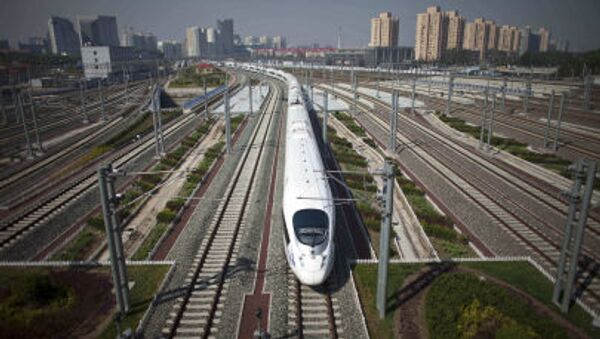 CRH high-speed train leaves the Beijing South Station for Shanghai during a test run on the Beijing-Shanghai high-speed railway in Beijing, China - Sputnik International