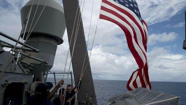 US Navy personnel raise their flag - Sputnik International