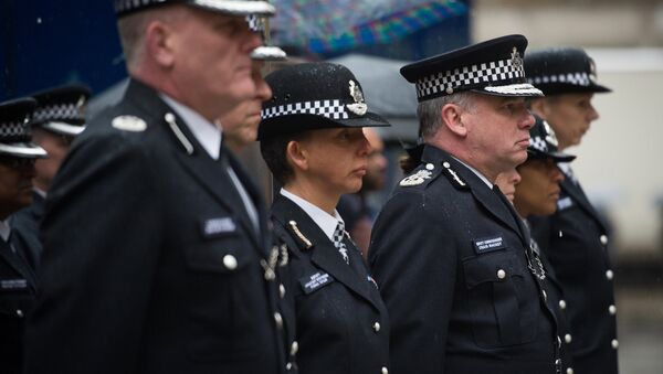 Deputy Commissioner of Britain's Metropolitan Police Craig Mackey (3rd R) leads police officers in a two minute silence outside Scotland Yard in London, on January 8, 2015. - Sputnik International