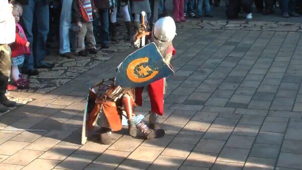 Little Knights Fight Duel at the Park - Sputnik International
