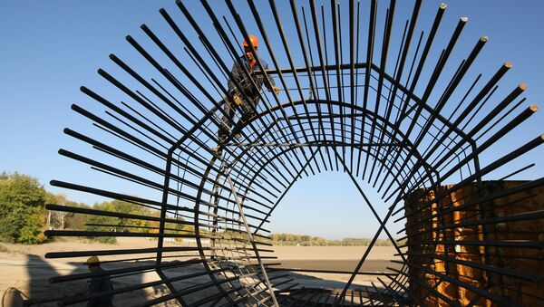 Putting together reinforcement for bridge pillars. File photo - Sputnik International
