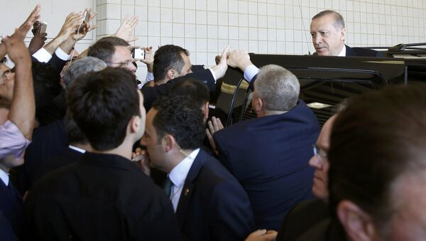 Turkish President Tayyip Erdogan (R) departs after the jenazah, an Islamic funeral prayer, for the late boxing champion Muhammad Ali in Louisville, Kentucky, the US, June 9, 2016 - Sputnik International