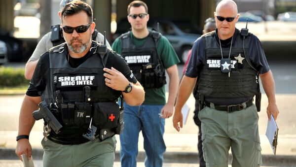 Officers arrive at the Orlando Police Headquarters during the investigation of a shooting at the Pulse nightclub, where people were killed by a gunman, in Orlando, Florida, U.S June 12, 2016 - Sputnik International