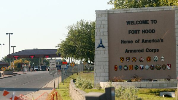 An entrance to Fort Hood Army Base in Fort Hood, Texas, near Killeen remains in lock-down following a mass shooting on Thursday, Nov. 5, 2009 - Sputnik International