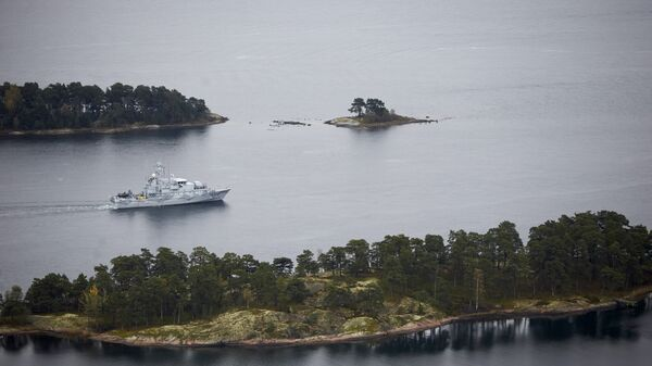 Swedish minesweeper HMS Koster searching for what the military says is a foreign threat in the waters in the Stockholm Archipelago, Sweden, on October 19 2014 - Sputnik International