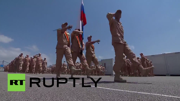 Syria: Soldiers at Hmeymim mark Russian Day with military parade - Sputnik International