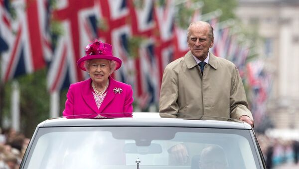 Britain's Queen Elizabeth II and Britain's Prince Philip, Duke of Edinburgh are driven along the Mall during the Patron's Lunch. - Sputnik International