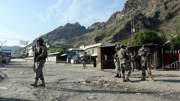 Afghan border police stand guard near the Torkham crossing between Afghanistan and Pakistan in Nangarhar province on May 12, 2016. - Sputnik International