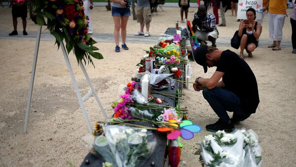 Bryant Woernley prays for the deceased ahead of a candle light vigil in memory of victims one day after a mass shooting at the Pulse gay night club in Orlando, Florida, U.S., June 13, 2016. - Sputnik International