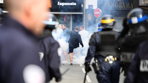 French policemen fire tear gas to disperse supporters gathering outside a bar in Lille, northern France - Sputnik International