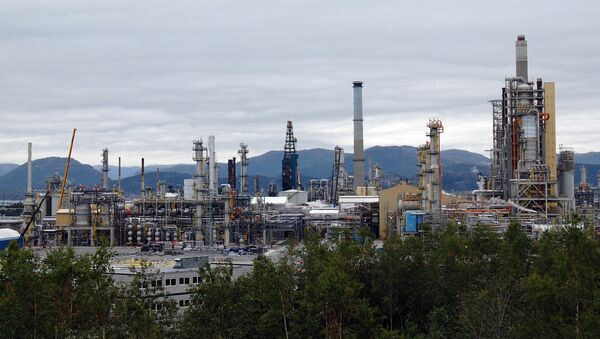 An overview of the Mongstad oil refinery in western Norway, the most polluting of the country (file) - Sputnik International
