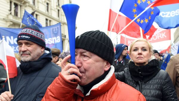 Thousands of people march in front of the presidential palace in Warsaw to protest against the government's moves that have paralyzed the nation's highest legislative court, the Constitutional Tribunal on March 12, 2016. - Sputnik International