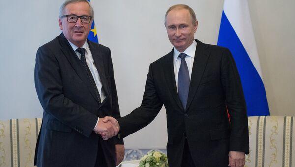 Russian President Vladimir Putin meeting in St.Petersburg with Jean-Claude Juncker, President of the European Commission - Sputnik International