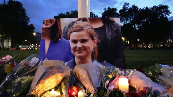 Floral tributes and candles are placed by a picture of slain Labour MP Jo Cox at a vigil in Parliament square in London on June 16, 2016. - Sputnik International