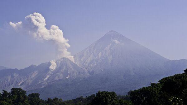 Santiaguito volcano in Guatemala - Sputnik International