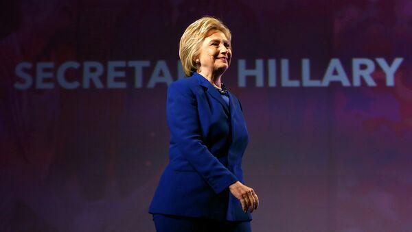 Democratic U.S. presidential candidate Hillary Clinton walks to the podium to address the Planned Parenthood Action Fund in Washington, U.S., June 10, 2016 - Sputnik International