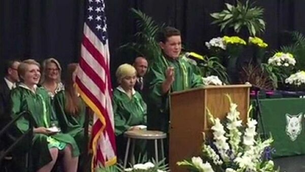 WATCH: 14-Year-Old's Graduation Speech Brings the House Down With US Presidential Candidate Impressions - Sputnik International