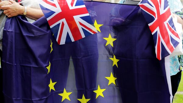 People hold Union Flags and the EU flag at a kiss chain event organised by pro-Europe 'remain' campaigners seeking to avoid a Brexit in the EU referendum in Parliament Square in front of the Houses of Parliament in central London on June 19, 2016. - Sputnik International