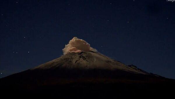 Time-Lapse Volcano Eruption - Sputnik International