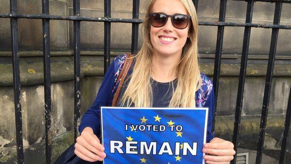A voter in Edinburgh, Scotland. - Sputnik International