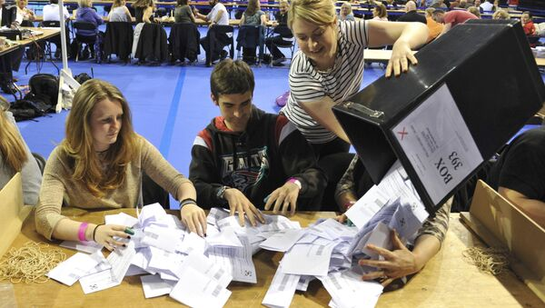 Workers begin counting ballots after polling stations closed in the Referendum on the European Union in Glasgow, Scotland, Britain, June 23, 2016. - Sputnik International