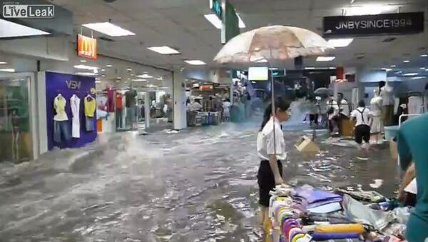 Heavy rains in China create a river - Sputnik International