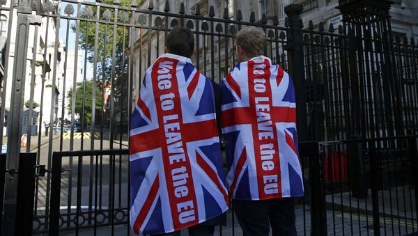 Vote leave supporters wear Union flags, following the result of the EU referendum, outside Downing Street in London, Britain June 24, 2016. - Sputnik International