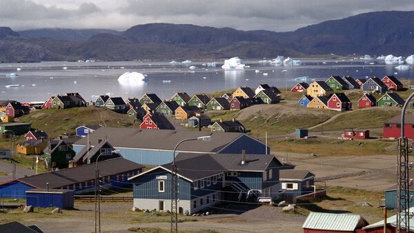 Giant icebergs float in the fjord in Narsaq, southern Greenland. - Sputnik International