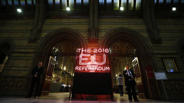 Security guards stand guard at the doors of the announcement hall in Manchester Town Hall , northwest England on June 23, 2016 - Sputnik International