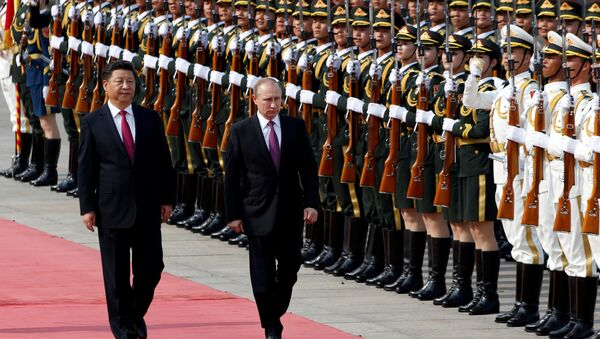 Russian President Vladimir Putin (R) and his Chinese counterpart Xi Jinping attend a welcoming ceremony outside the Great Hall of the People in Beijing, China, June 25, 2016 - Sputnik International