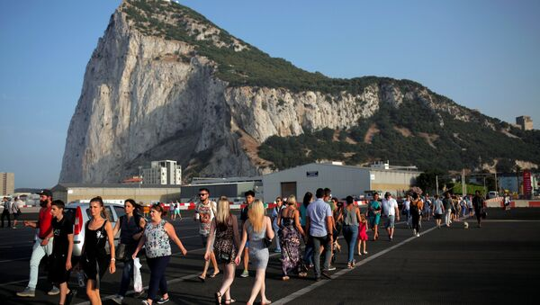 Pedestrians cross the tarmac at Gibraltar International Airport in front of the Rock near the border with Spain in the British overseas territory of Gibraltar, historically claimed by Spain, June 24, 2016, after Britain voted to leave the European Union in the EU referendum. - Sputnik International