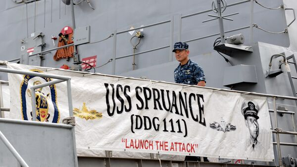 US Navy's Pacific Fleet commander Admiral Harry Harris leaves after visiting the USS Spruance (DDG 111), Arleigh Burke-class guided-missile destroyer (background) which docked in Sembawang wharves in Singapore on January 22, 2014 - Sputnik International