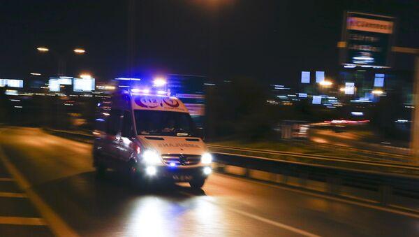 An ambulance arrives at the Ataturk airport in Istanbul - Sputnik International