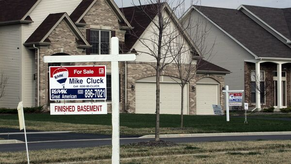 A house sits for sale 30 March 2007 in North Aurora, Illinois, a suburb outside of Chicago - Sputnik International