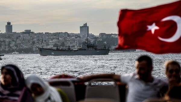 A Turkish flag flies on a ferry as Russian warship the BSF Saratov 150 sails through the Bosphorus off Istanbul en route to the eastern Mediterranean sea on September 26, 2015 - Sputnik International