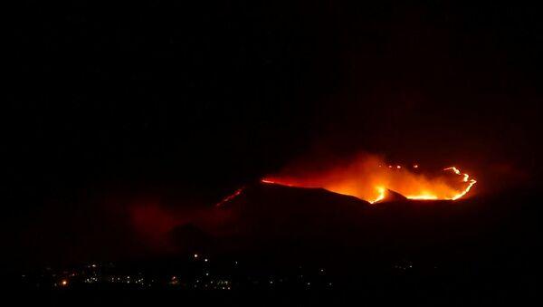 Large Table Rock Wildfire Sparked by Fireworks - Sputnik International