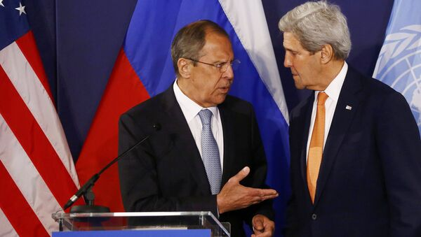 Russian Foreign Minister Sergei Lavrov (L) speaks to US Secretary of State John Kerry ahead a joint press conference in Vienna, Austria, on May 17, 2016 - Sputnik International